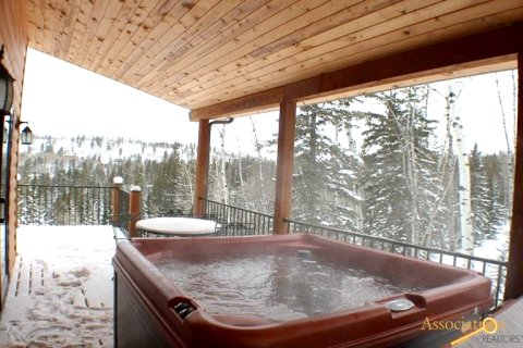 Black Hills Vacation Cabins  com - In the Snow Lodge, Terry Peak